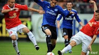 HSV's Paolo Guerrero in action