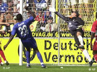 Champions extend winning streak sports dw de for Koch schalke 04