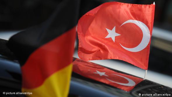 Deutsche und türkische Fahne Flash-Galerie