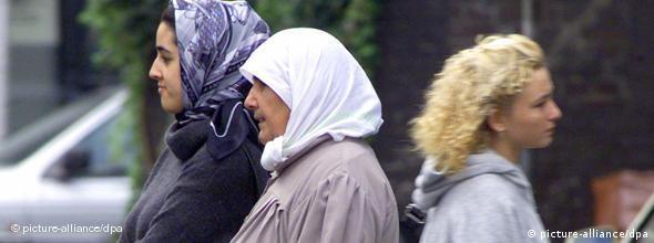 NO FLASH Türkische Frauen beim Einkauf