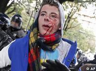 درگیری  جوانان با نیروهای پلیس به خشونت گرایید