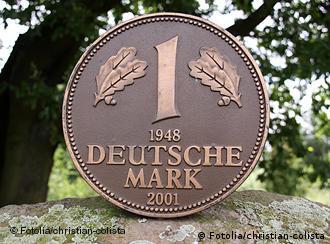 Один из памятников немецкой марке в Германии