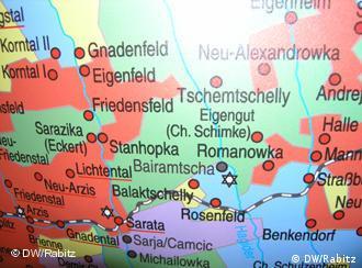 Ein Landkarten-Ausschnitt zeigt, dass es viele deutsche Ortsnamen gab. Aus der Ausstellung Fromme und tüchtige Leute im Nationalmuseum Chisinau (Foto: DW/ Cornelia Rabitz)