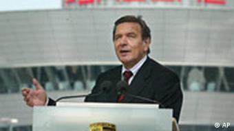 Porsche Werk in Leipzig eröffnet Bundeskanzler Gerhard Schröder