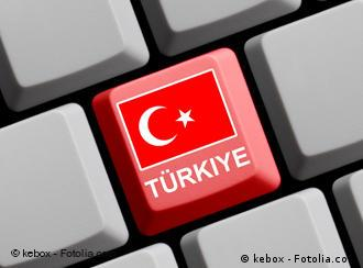 Keyboard with one red key showing the Turkish flag and the work Türkiye