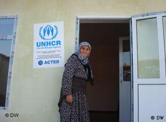Во время передачи временного жилья пострадавшим на юге Киргизии