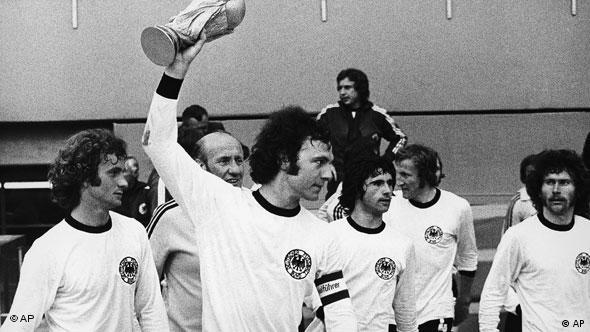 West German captain Franz Beckenbauer, holds the World Cup aloft while running around the Olympic stadium with team-mates after West Germany beat Holland 2-1 in the Football World Cup Final game in Munich on July 7, 1974. (AP Photo) Franz Beckenbauer Gerd Mueller Rainer Bonhof Helmut Schön