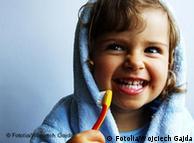 دانتوں کو دو بار برش کرنے کے علاوہ متعدد بار کلیاں کرنا بھی فائدہ مند ہے