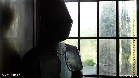 Размеры рыцарских доспехов еще раз подтверждают, что в Средние века даже видные представители своего времени великанами не были