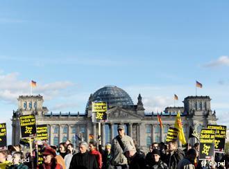Demonstration gegen Atomkraft vor dem Deutschen Bundestag in Berlin (Foto: dapd)