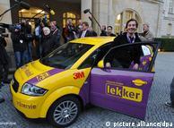 Автомобиль в Берлине встретили журналисты и министр экономики ФРГ