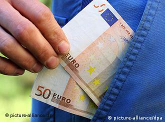 100 euros being slipped into a pocket