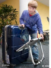 High school student Johannes v.Moreau with his invention, the Relax suitcase, which has a chair attached to it (Photo: IENA)