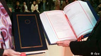 Symbolbild EU Verträge Vertrag von Lissabon
