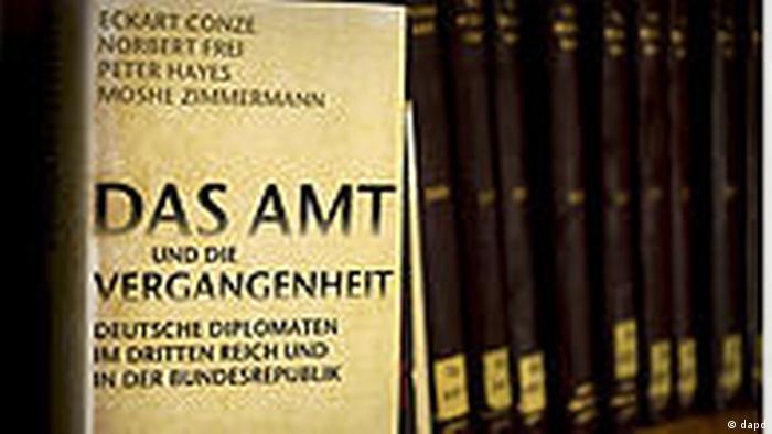 Książka pt. Das Amt und die Vergangenheit nt. powiązań personalnych powojennego MSZ RFN z nazistami