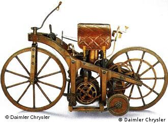 1885 daimler patenteia a motocicleta os acontecimentos. Black Bedroom Furniture Sets. Home Design Ideas