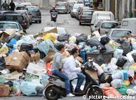 Smeće se gomila na napuljskim ulicama