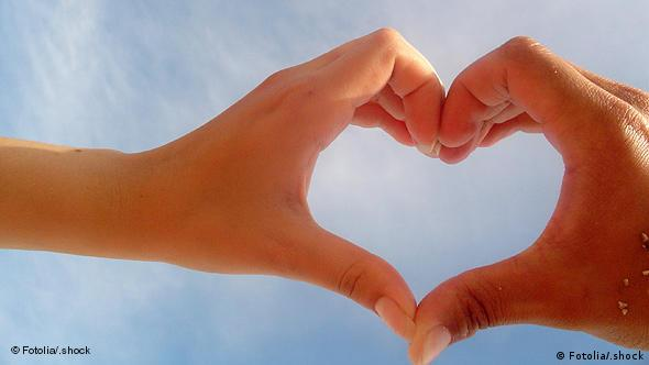 Hands forming a heart: Photo: Fotolia_129702_.shock - Fotolia 2005