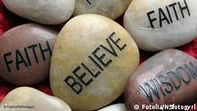 Atheisten Flash-Galerie Steine mit Inschrift