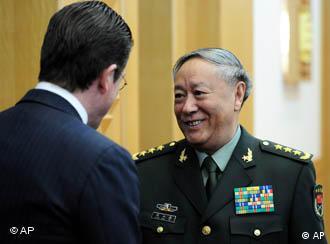 德国国防部长古腾贝格同中国人民解放军总参谋长陈炳德