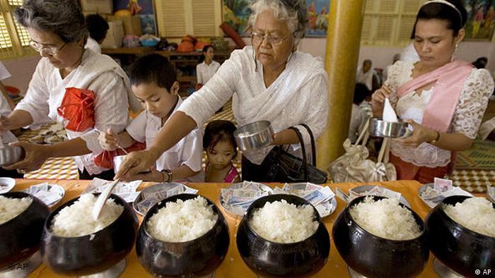 Flash-Galerie Religion und Essen Fasten Buddhismus (AP)