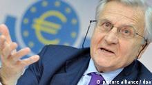 Jean-Claude Trichet, Präsident der Europäischen Zentralbank (EZB), spricht am Donnerstag (04.11.2010) auf der turnusmäßigen Pressekonferenz der Bank in Frankfurt am Main. Der Leitzins im Euro-Raum bleibt auf dem Rekordtief von 1,0 Prozent. Der wichtigste Zins zur Versorgung der Kreditwirtschaft mit Zentralbankgeld verharrt wegen der Wirtschafts- und Finanzkrise seit Mai 2009 auf diesem Stand. Foto: Marius Becker dpa/lhe +++(c) dpa - Bildfunk+++
