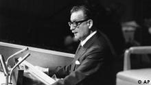 Chile's Marxist President Salvador Allende addresses the United Nations General Assembly in New York City on Mon. Dec. 4, 1972. (AP Photo) (Photo für Kalenderblatt)