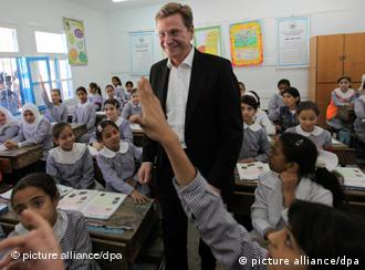 Guido Westerwelle in girls' school classroom