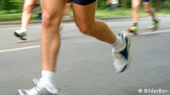 plano de las piernas de varios corredores