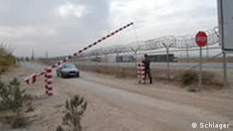 Grenzübergang Nizhny Pjansch (Foto: Edda Schlager / DW)