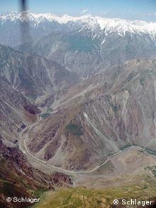 Grenzfluss Pjansch zwischen Afghanistan und Tadschikistan im Pamirgebirge (Foto: Edda Schlager / DW)