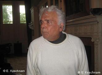 ابراهیم گلستان در منزل خود در لندن