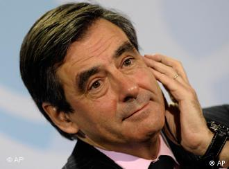 ARCHIV: Frankreichs Premierminister Francois Fillon, aufgenommen waehrend einer Pressekonferenz in Berlin (Foto vom 10.03.10). Fillon hat am Samstag (13.11.10) sein Amt niedergelegt. Staatspraesident Nicolas Sarkozy habe den Ruecktritt akzeptiert, teilte der Elysee-Palast mit. Foto: Michael Kappeler/ddp/dapd