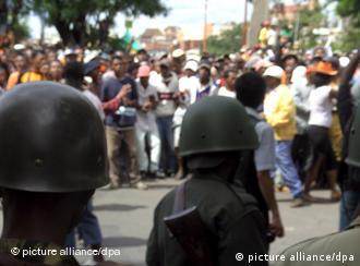 Menschenmenge in Antananarivo (Archivbild: dpa)