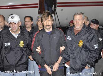 Viktor Bout bei seinem Eintreffen in den USA am 16.11.2010 (Foto: dpa)