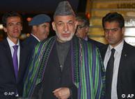 El presidente afgano, Hamid Karzai, llega a Lisboa.