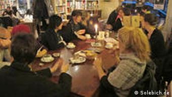 A meeting of SoLebIch members in a Cologne cafe