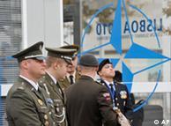 Oficiais militares pouco antes do início da cúpula na capital portuguesa