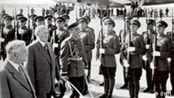 Konrad Adenauer wird in Moskau begrüßt
