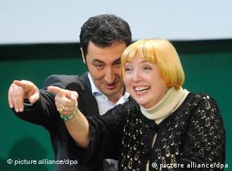 Cem Oezdemir and Claudia Roth share podium after being reelected