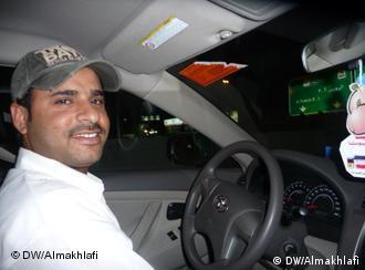 Taxifahrer Faisal aus Pakistan Rechte: DW/Ali Almakhlafi