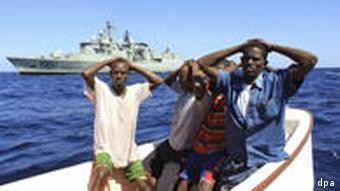 Festnahme somalischer Piraten (Foto: epa)