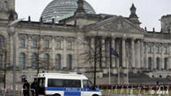 Police van in front of the Reichstag
