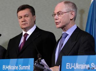 Viktor Jaunkowitsch und Herman Van Rompuy in Brüssel (Foto: AP)