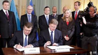 Unterzeichnung des Aktionsplan beim Ukrain-EU-Giupfel in Brüssel (Foto: AP)