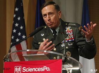 US General David Petraeus wants to turn former Taliban fighters into policemen