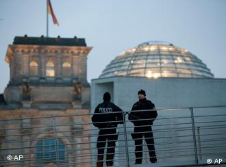Police patrol the Reichstag