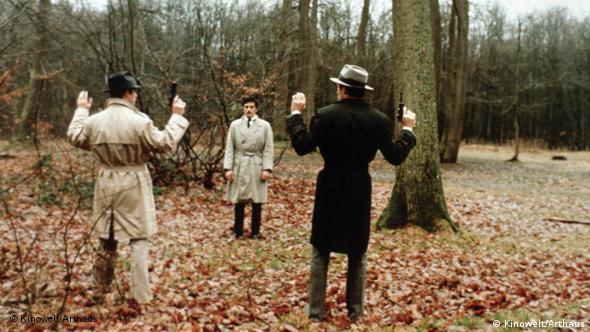 Drei Männer Mäbber in Duellsituation im Film Vier im Roten Kreis (Foto: Kinowelt)