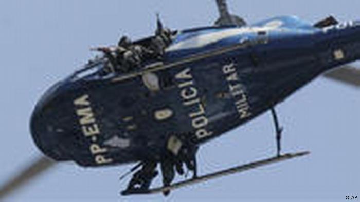 Brasilien Großeinsatz Polizei gegen Drogenhändler Rio (AP)
