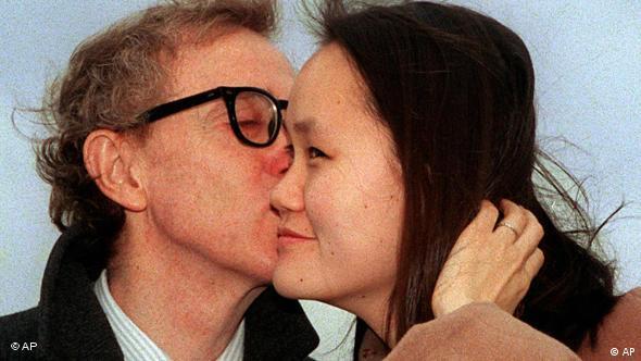 وودی آلن در سال ۱۹۹۷ در ۶۲ سالگی با سون یی پروین ۲۷ ساله ازدواج کرد